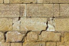 Retângulo simétrico poderoso das pedras da parede de alvenaria grande com linhas finas base da junção imagem de stock royalty free