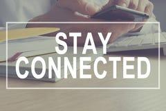 Retén conectado Comunicación y medios sociales fotografía de archivo libre de regalías