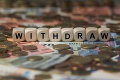 Retírese - cubo con las letras, términos del sector del dinero - firman con los cubos de madera Fotografía de archivo libre de regalías