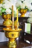 Reta upp att tillbe för altare, n som saluterar rituell dyrkan eller böner I royaltyfri bild