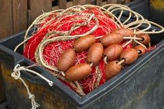 Rete da pesca bianca rossa, galleggianti enormi, corda di nylon utilizzata nella pesca i Fotografia Stock Libera da Diritti