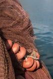 Rete da pesca con i galleggianti, mare nel fondo Fotografia Stock