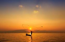 Rete da pesca di lancio Immagini Stock Libere da Diritti