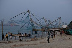 Rete da pesca giapponese nel Kochi, Kerala, India fotografie stock libere da diritti