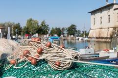 Rete da pesca nel porto Immagini Stock