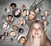Rete del social della giovane donna Immagine Stock
