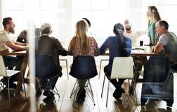 Rete del tavolo di riunione che divide concetto immagine stock