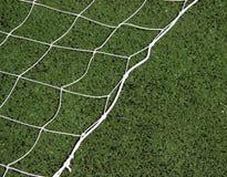 Rete di calcio con il fondo dell'erba verde immagine stock