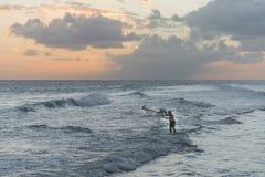 Rete di colata del pescatore in Barbados Fotografia Stock