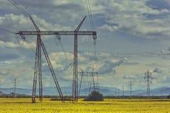Rete di distribuzione ad alta tensione di energia elettrica Immagine Stock Libera da Diritti