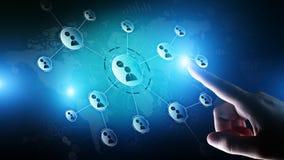 Rete di relazioni della gente sullo schermo virtuale Comunicazione del cliente e concetto sociale di media illustrazione vettoriale