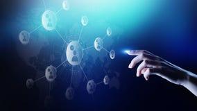 Rete di relazioni della gente sullo schermo virtuale Comunicazione del cliente e concetto sociale di media illustrazione di stock