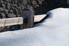 Rete fissa coperta dalla neve della polvere Fotografie Stock