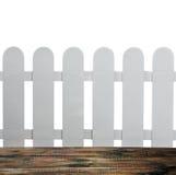 Rete fissa del giardino e un pavimento di legno su un bianco Immagini Stock Libere da Diritti