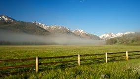 Rete fissa del ranch della montagna rocciosa Immagine Stock