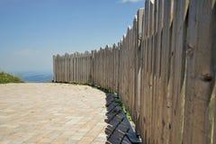 Rete fissa di legno nelle alpi Fotografia Stock