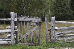 Rete fissa di legno per gli animali Fotografie Stock Libere da Diritti