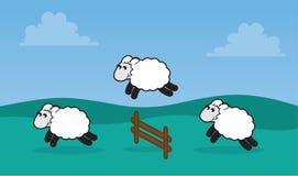Rete fissa di salto delle pecore nel campo Fotografie Stock