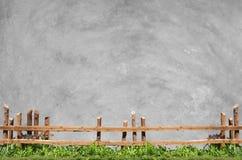 Rete fissa e calcestruzzo di legno Fotografie Stock Libere da Diritti