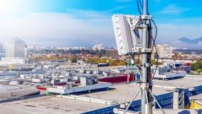 rete radiofonica cellulare di telecomunicazione mobile 5G con antenne fotografia stock
