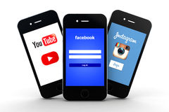 Rete sociale sugli smartphones Fotografia Stock Libera da Diritti