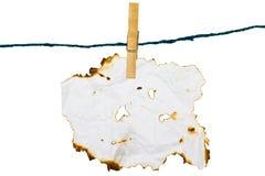 Retenez le papier de brûlure avec le clip en bois Photo libre de droits