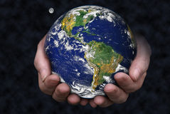 Retenir la terre Photo stock