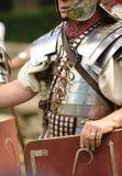 retenir le soldat romain d'écran protecteur Photos stock