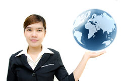 Retenir un globe rougeoyant de la terre dans des ses mains. Images libres de droits