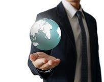 Retenir un globe rougeoyant de la terre dans des ses mains Image de la terre fournie Photos libres de droits