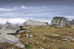 Retezat山岩石横向,罗马尼亚 免版税库存照片