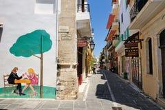 RETHYMNO, ГРЕЦИЯ - 12-ОЕ ИЮЛЯ: Улица 12-ого июля 2013 в городе Rethymno, Крита, Греции Стоковая Фотография RF