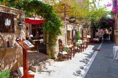 RETHYMNO, CRETA 23 DE JULIO: Interior de un restaurante local en julio 23,2014 en la ciudad de Rethymno Crete, Grecia Fotos de archivo libres de regalías