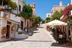 RETHYMNO, CRETE-JULY 23: Turyści odpoczynek w lokalnej restauraci na Lipu 23,2014 w starym miasteczku Rethymno miasto Crete wyspa Zdjęcie Stock