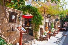 RETHYMNO, CRETE-JULY 23: Wnętrze lokalna restauracja na Lipu 23,2014 w Rethymno mieście na Crete wyspie, Grecja Fotografia Stock