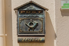 Rethymno, Grécia - 30 de julho de 2016: A caixa postal velha Fotos de Stock Royalty Free