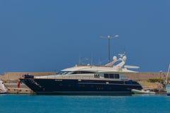 Rethymno, Grecia - 1° agosto 2016: Yacht di lusso in Rethymno po Fotografie Stock
