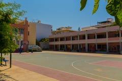 Rethymno Grekland - Juli 31, 2016: Grundskola för barn mellan 5 och 11 år Royaltyfri Fotografi