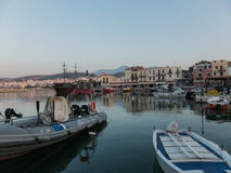 Rethymno, Griechenland - 6. August 2016: Boote im venetianischen harbou Stockbilder