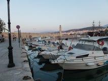 Rethymno, Griechenland - 6. August 2016: Boote im venetianischen harbou Lizenzfreies Stockbild