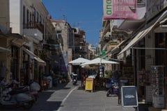 Rethymno, Griekenland 26 juli 2016: Het winkelen straat Stock Foto