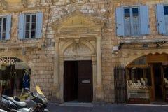 Rethymno, Griekenland 26 juli 2016: Middeleeuws overwelfde galerijportaal Stock Afbeelding