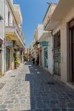 Rethymno, Griekenland 28 juli, 2016: Smalle Venetiaanse straten in Oude stad van Rethymno Stock Foto