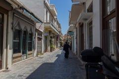 Rethymno, Griekenland 28 juli, 2016: Smalle Venetiaanse straten in Oude stad van Rethymno Stock Foto's