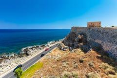 Rethymno, isola Creta, Grecia, - 23 giugno 2016: Vista sull'alta parete di pietra del castello di Fortezza a Rethymno Immagini Stock Libere da Diritti