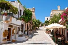 RETHYMNO, 23 KRETA-JULI: De toeristen hebben een rust bij het lokale restaurant op 23,2014 Juli in de oude stad van Rethymno-stad Royalty-vrije Stock Foto