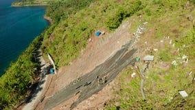 Reticolato di protezione di Rockfall, rete metallica di sicurezza nelle montagne archivi video