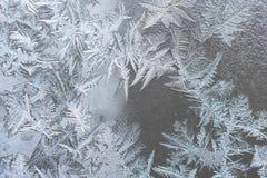 Reticoli del ghiaccio sul vetro di inverno Immagini Stock