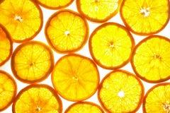 Reticolo arancione delle fette su priorità bassa bianca Fotografia Stock Libera da Diritti