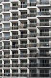 Reticolo dei balconi dell'hotel immagini stock